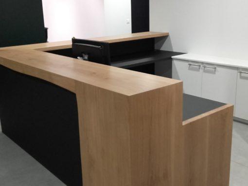 Pour la société ARMONIA de Villefranche sur Saône : claustra, bureaux, placards, tables…